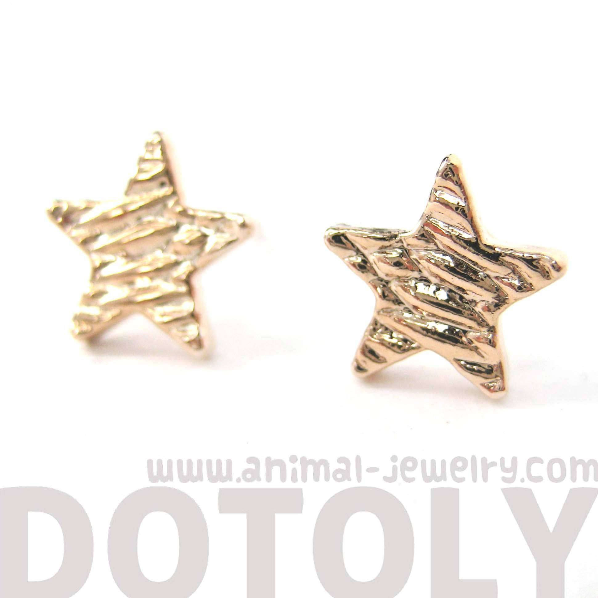 simple-star-shaped-stud-earrings-with-textured-details-in-rose-gold-dotoly
