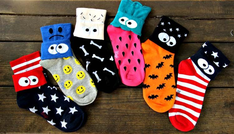 skeleton-bone-print-googly-eye-flip-short-cotton-socks-for-women-dotoly