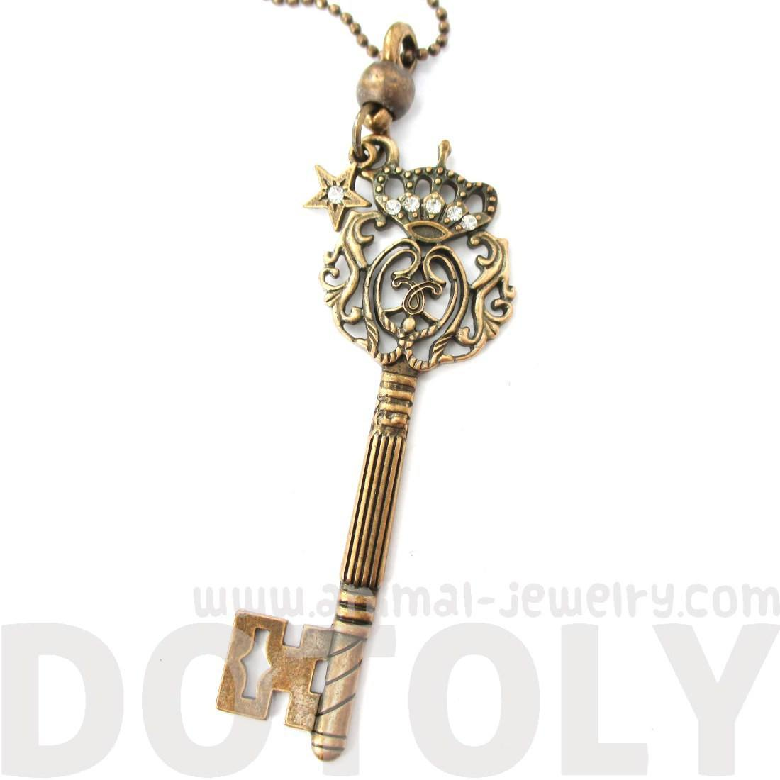 Skeleton Key with Decorative Handle Shaped Pendant Necklace in Bronze