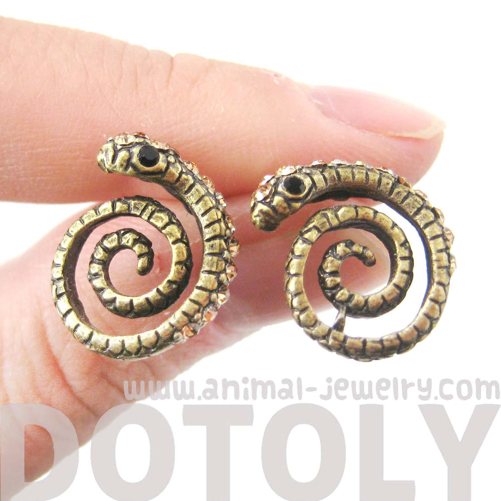 snake-shaped-stud-earrings-in-brass-with-rhinestones-animal-jewelry