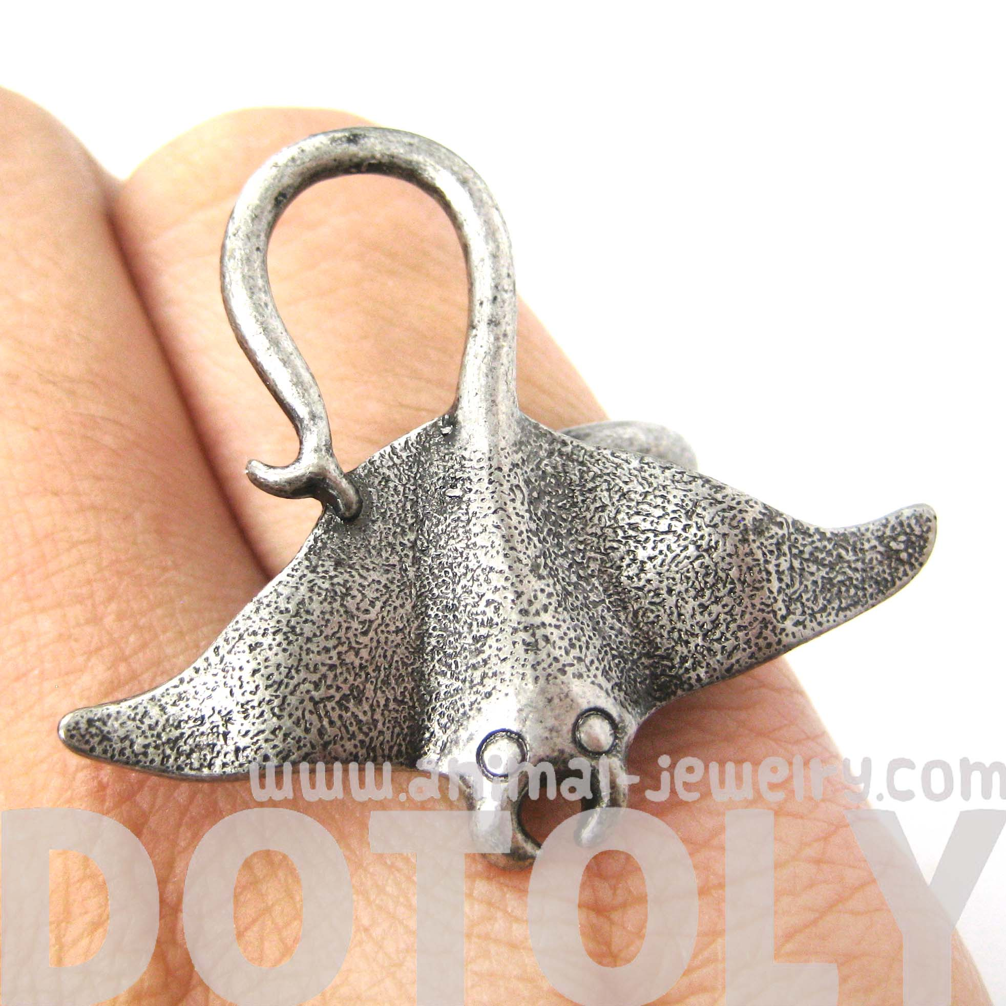 sting-ray-adjustable-animal-ring-in-silver-animal-jewelry