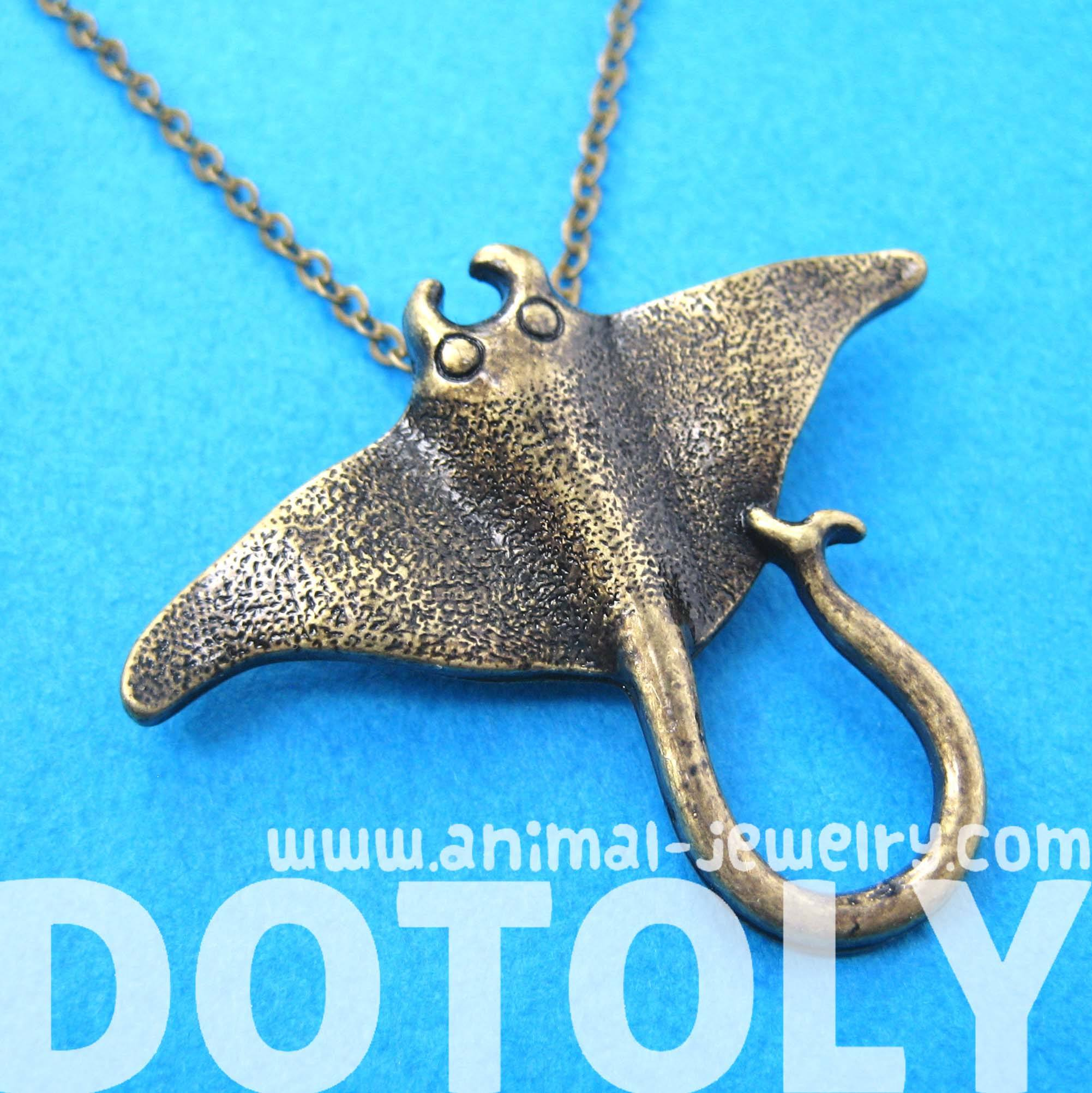 stingray-sea-animal-pendant-necklace-in-brass-animal-jewelry