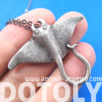 stingray-sea-animal-pendant-necklace-in-silver-animal-jewelry