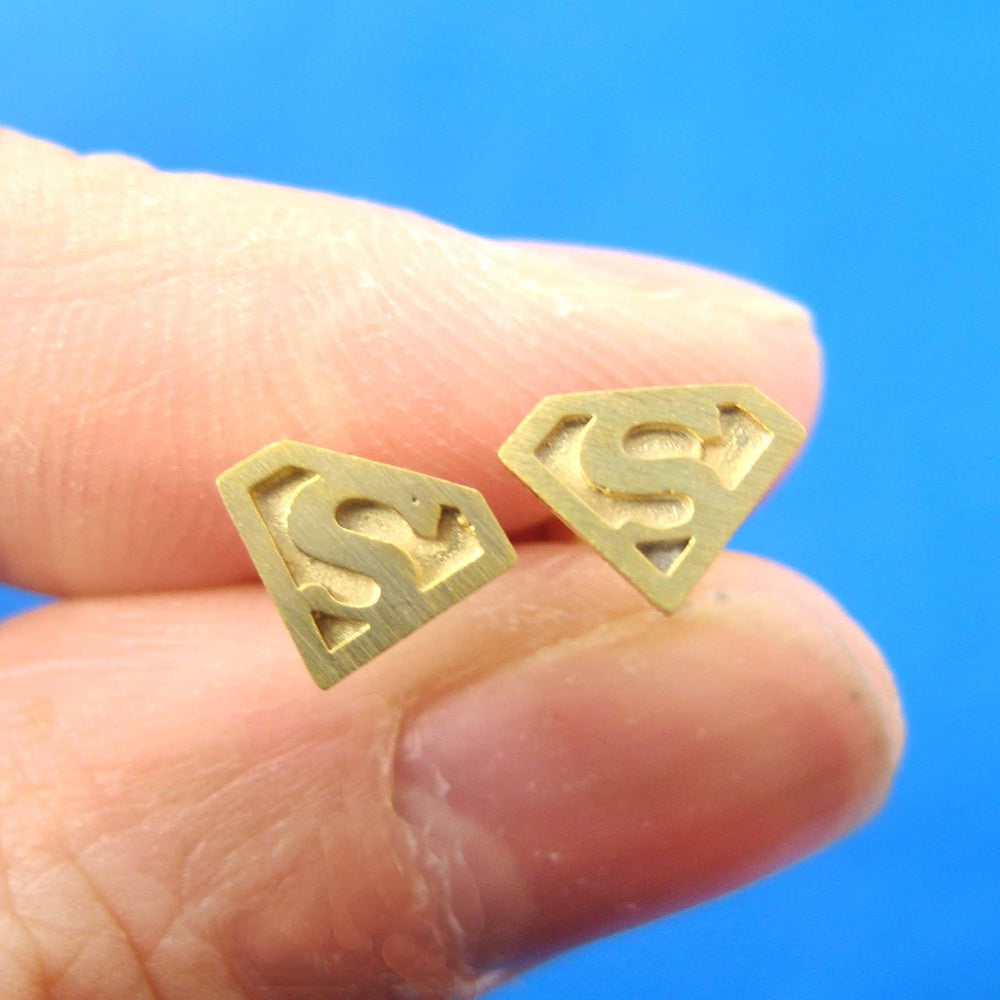 superman-symbol-super-hero-logo-stud-earrings-in-gold-allergy-free