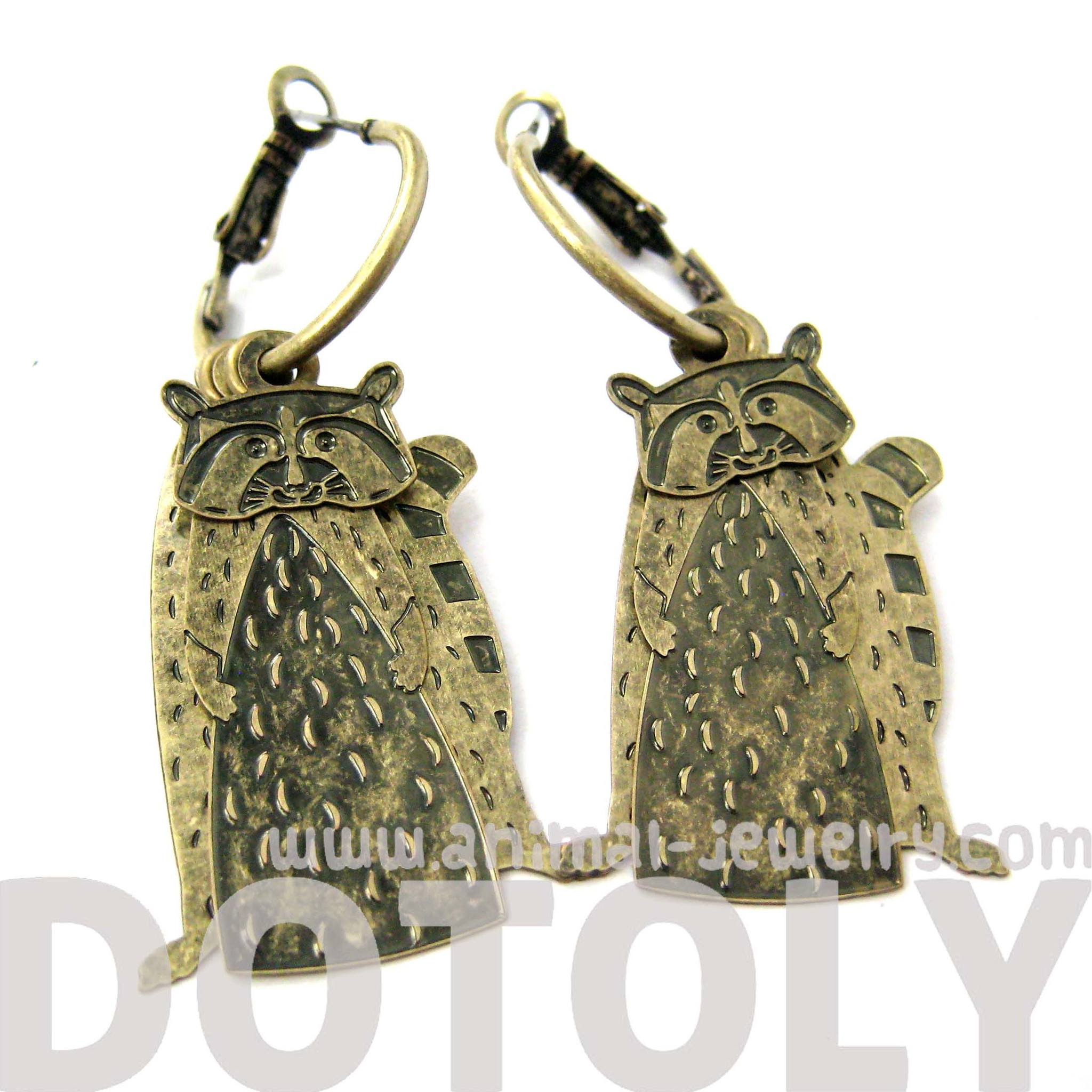 unique-3d-racoon-shaped-dangle-earrings-in-brass-animal-jewelry
