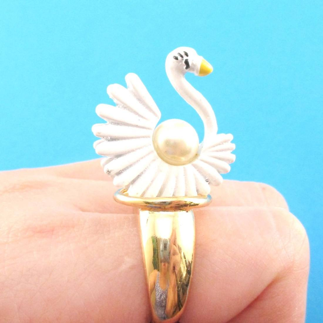 white-swan-shaped-animal-ring-in-gold-with-pearl-details-dotoly