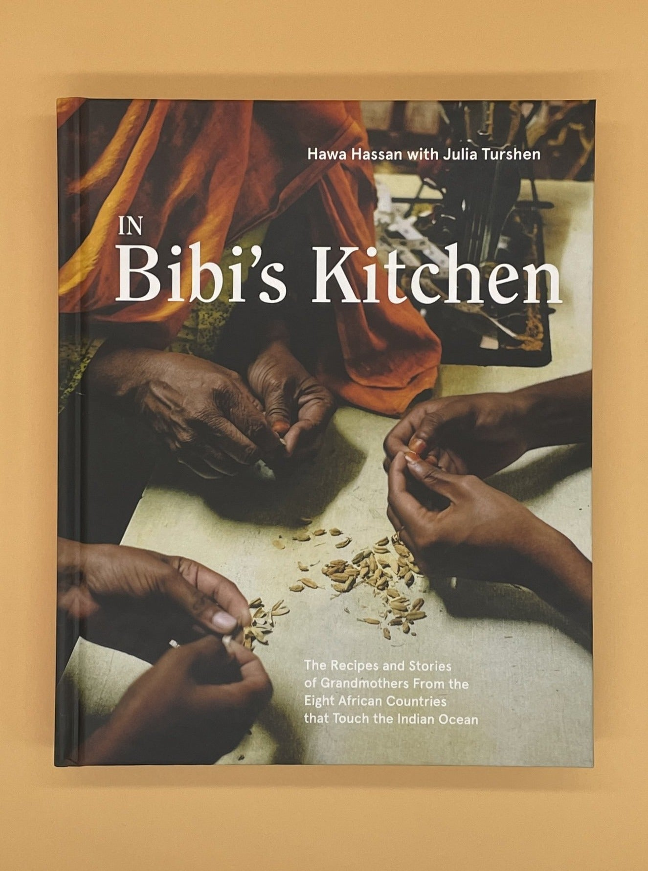 In Bibi's Kitchen: The Recipes and Stories of Grandmothers from the Eight African Countries That Touch the Indian Ocean (Hawa Hassan)