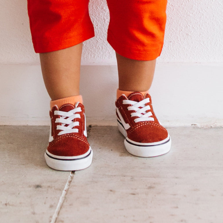 GRAPEFRUIT SHORT SOCKS SHOWN ON CHILD PAIRED WITH RED PANTS AND DARK RED SHOES