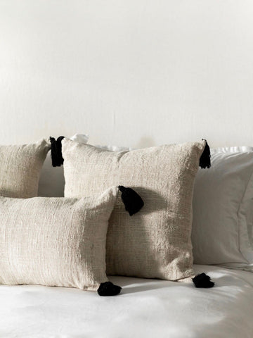 Decorative Linen Tassel Pillow (Black)