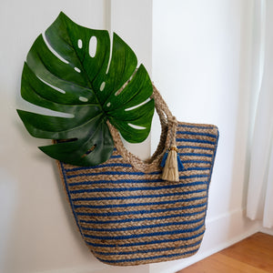 Jute bag on a door handle with a Monsterra leaf inside, Amanda Jute Tote.