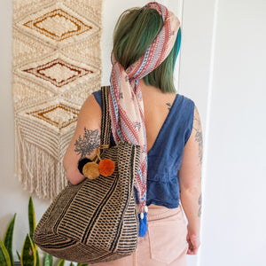 woman wearing the Saturday Market Tote.