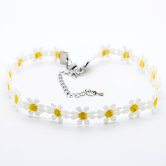 Daisy flower choker necklace