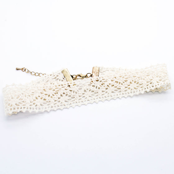 Lacey pattern choker necklace