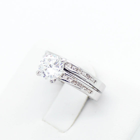 Classic solitaire rings set
