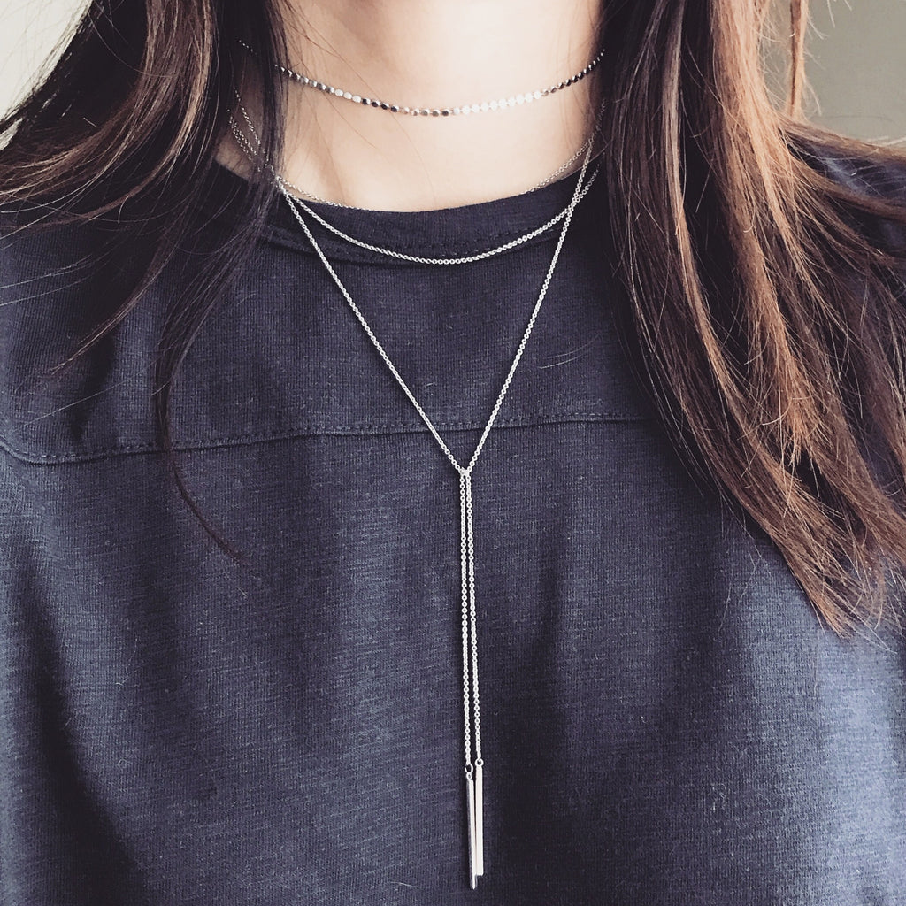 Dainty bar layer choker