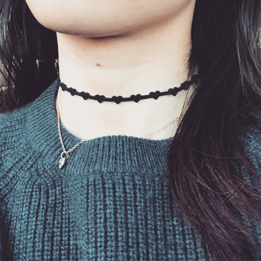 Mini hearts layer choker