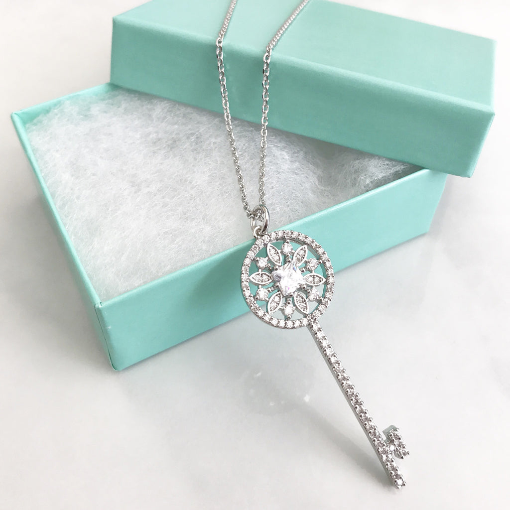 Flower key long necklace