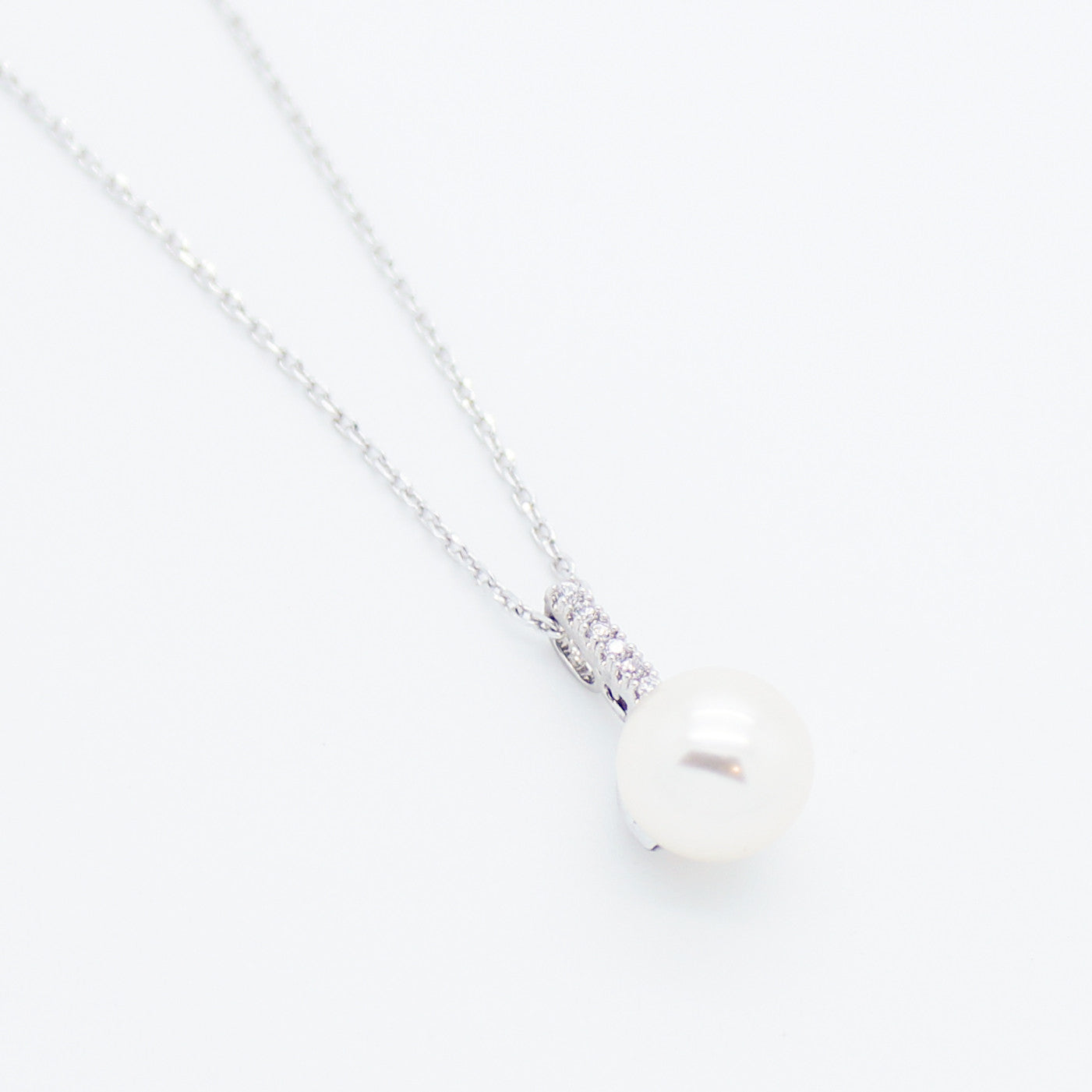 simple design pearl necklace