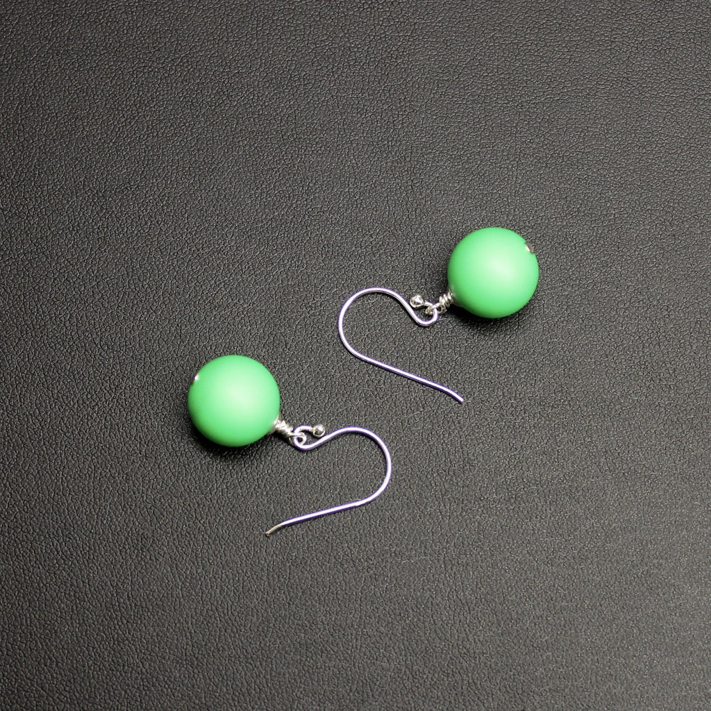 Flamenco Bud Drop Pearl Earrings (Bright Green)