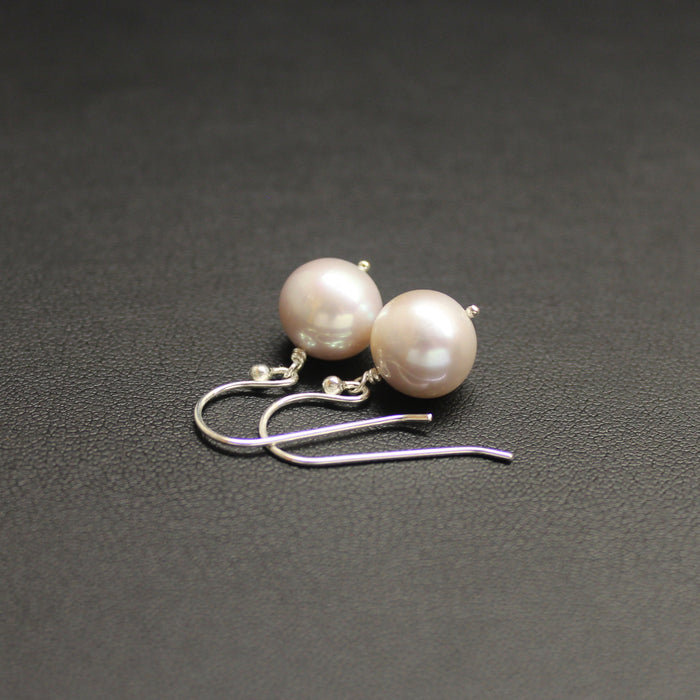 Waltz Round Freshwater Pearl Earrings (Light Mauve)