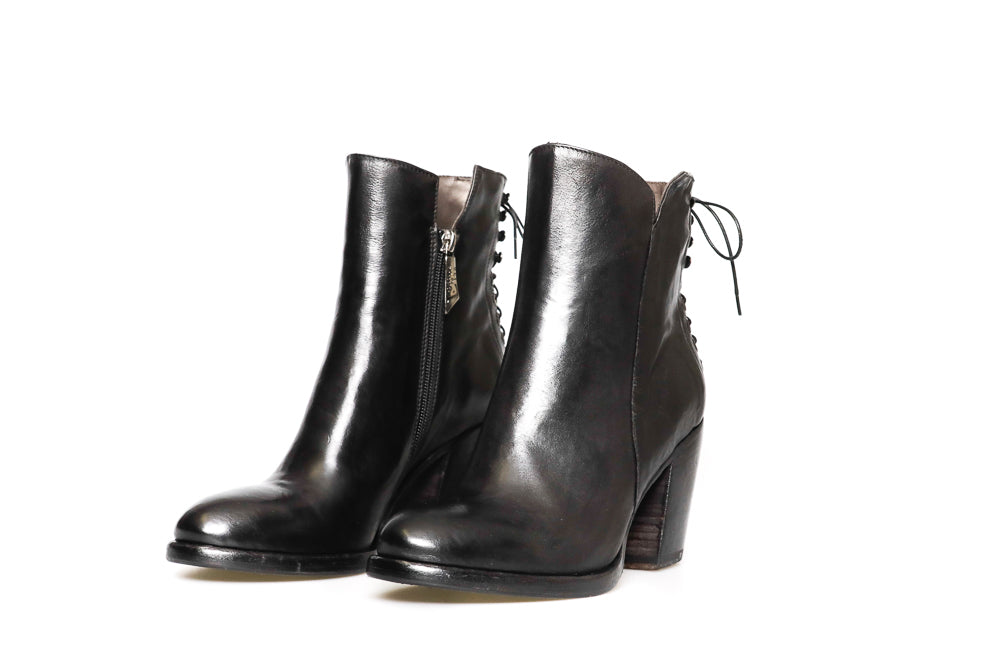 Bottega di Lisa Black Wide-Heel Booties