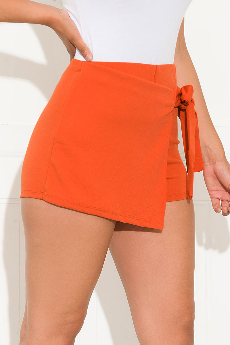 Becca Shorts Orange