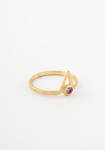 Pyramid eye brass ring