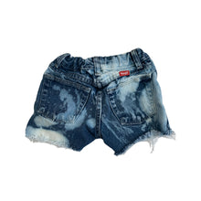 Load image into Gallery viewer, Wrangler Denim Cut Off Shorts, Blue Bleached (size 6)