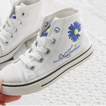 Load image into Gallery viewer, Daisy Chucks, White/Blue