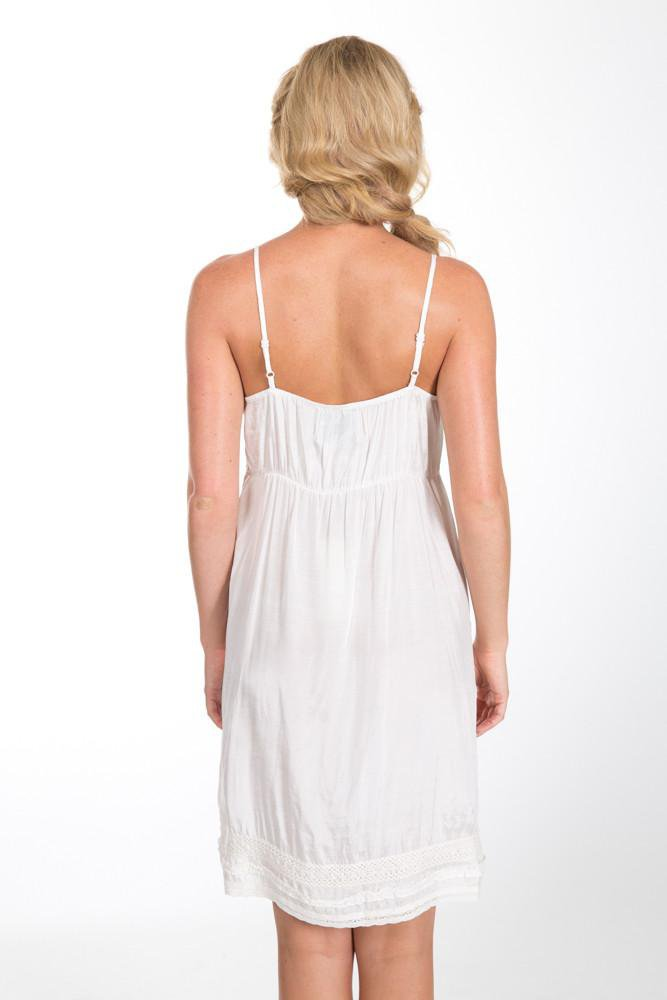 Leona slip off white