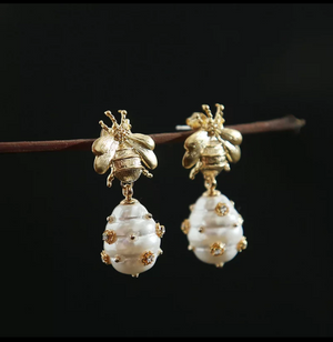 NATURAL PEARL HIVE EARRINGS