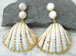SEA SHELL AND PEARL EARRINGS IN GOLD
