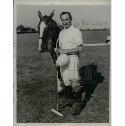 1937 Press Photo Argentine player Andres Gazotti & his polo mount in NY