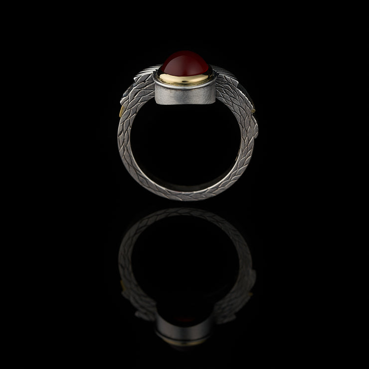 Tropical carnelian ring