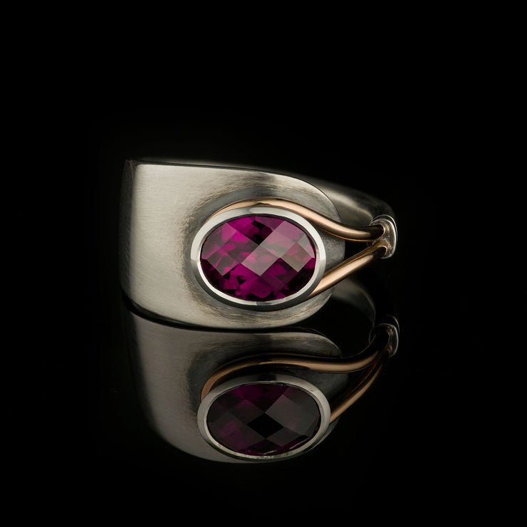 Spoon ring with garnet