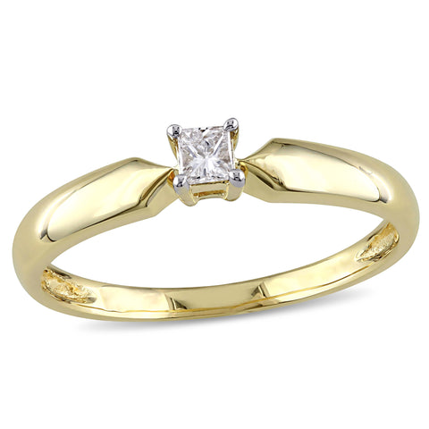1/10 CT TW Princess Cut Diamond Solitaire Engagement Ring in 10k Yellow Gold