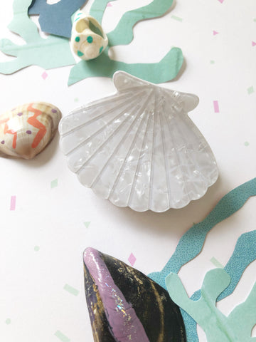 Pearlescent Clam Hair Clip