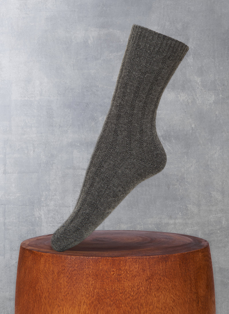 Women's Ribbed Short 75% Cashmere Sock in Charcoal