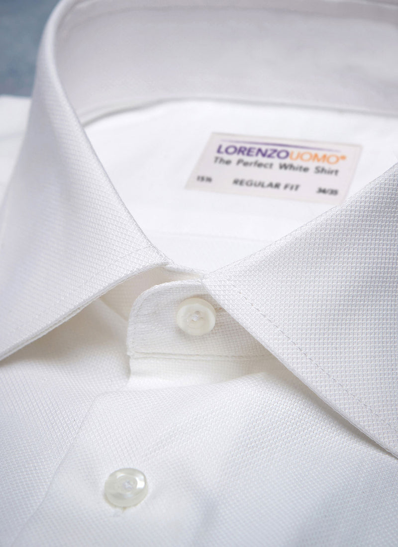 THE PERFECT WHITE SHIRT® IN WHITE close-up of collar