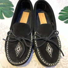 Load image into Gallery viewer, Manitobah Mukluks Canoe Moccasins Vibram Size 8