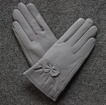 Load image into Gallery viewer, Sheepskin Windproof Gloves