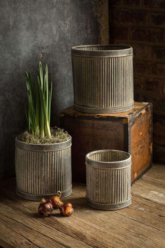 vegabond- metal ribbed dolly planters