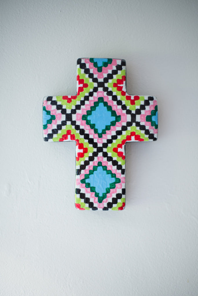 LIME WHITE WALL CROSS