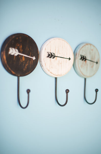 ROUND PAINTED ARROW HOOKS