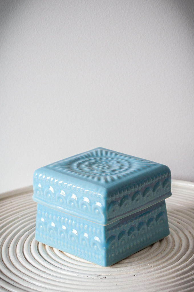 EMBOSSED FLOWER BOX - BABY BLUE