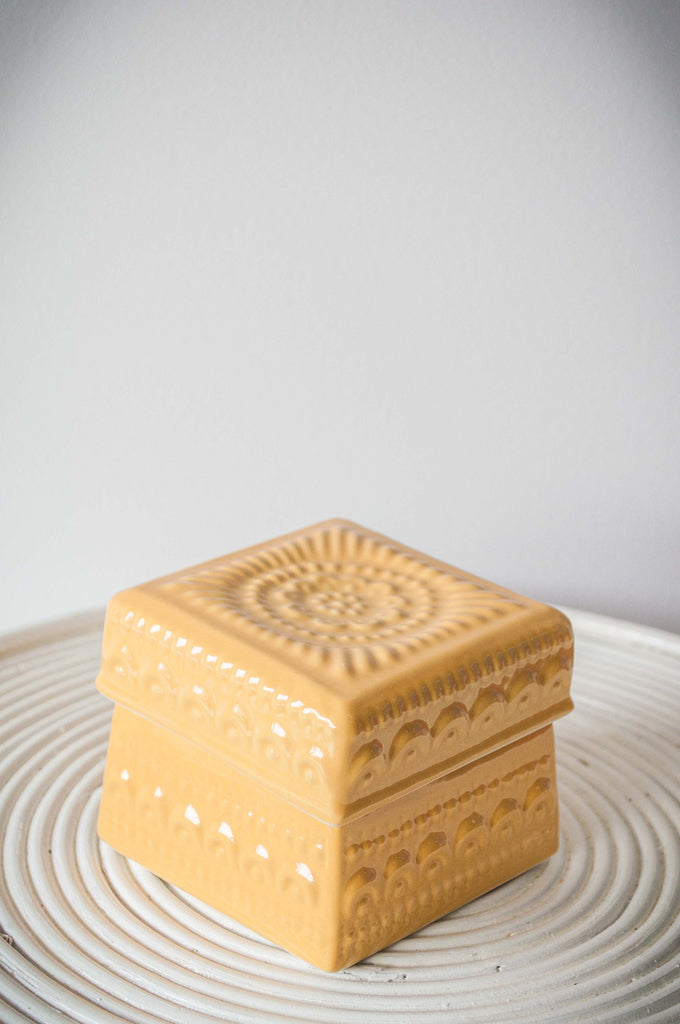EMBOSSED FLOWER BOX - BUTTER