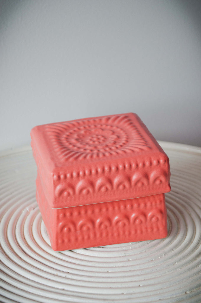 EMBOSSED FLOWER BOX - CORAL