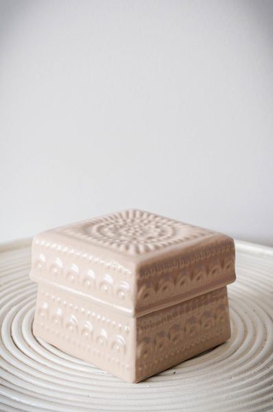 EMBOSSED FLOWER BOX - CREAM