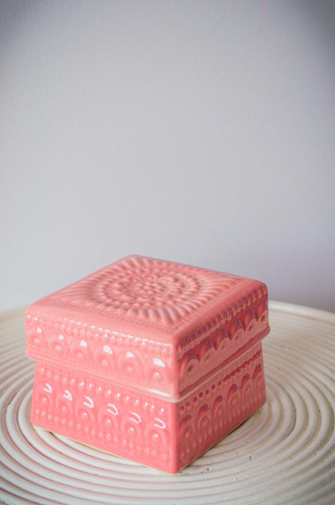 EMBOSSED FLOWER BOX - PINK GLOSS