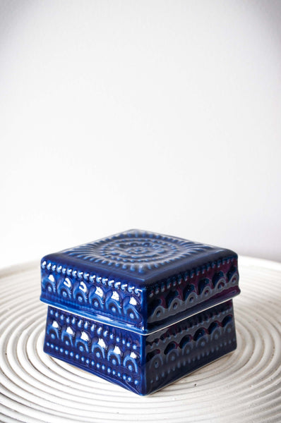 EMBOSSED FLOWER BOX - ROYAL BLUE